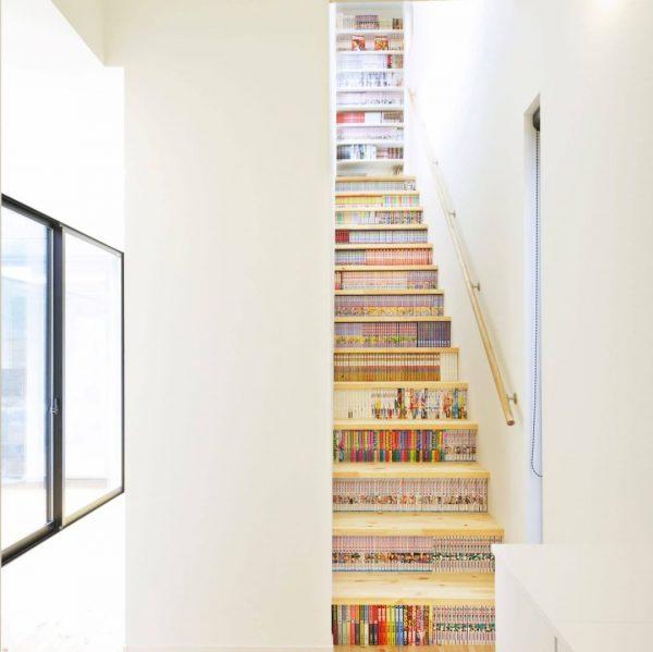本棚と階段の融合デザイン