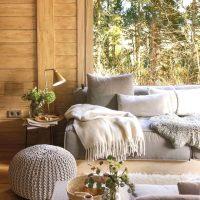 この冬はリビングでリラックスしよう!参考にしたいソファ周りのインテリア