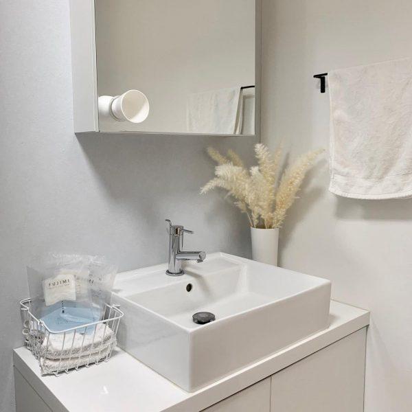 白い洗面台ですっきりおしゃれに
