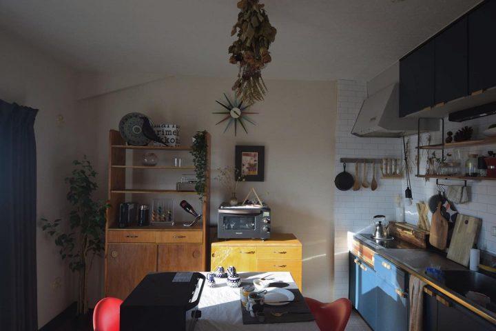 目に入る木の家具は「全て自作」という、驚愕のお部屋