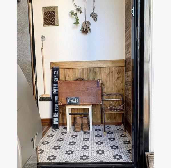 レトロな床がかわいい玄関インテリア
