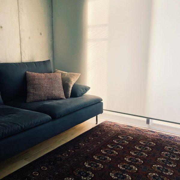 リビングの大きなソファもIKEA