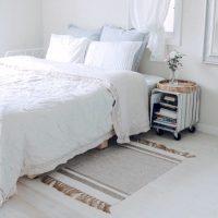 5畳の寝室を上手にレイアウト。狭いと感じさせないベッド配置のコツとは