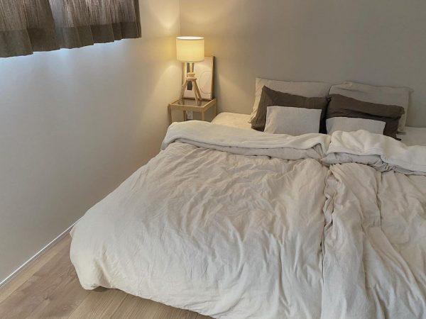 小物使いが素敵な寝室