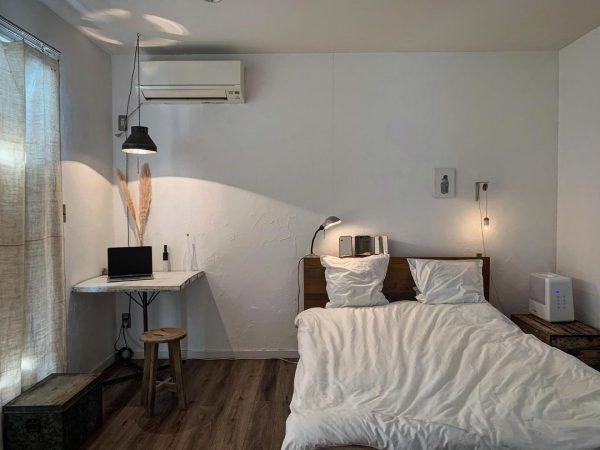 木の温もりを感じる寝室