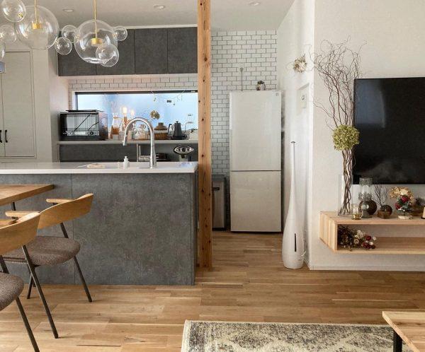 キッチンとテレビを平行にするレイアウト実例