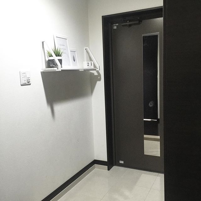 シンプルな玄関のインテリア6