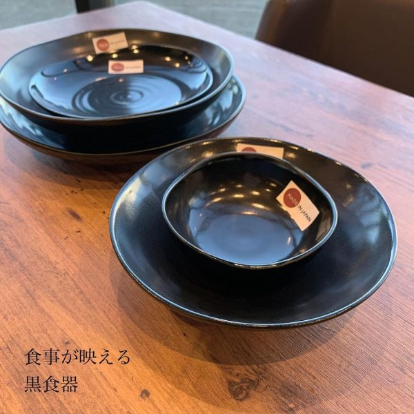 3COINSの黒い食器