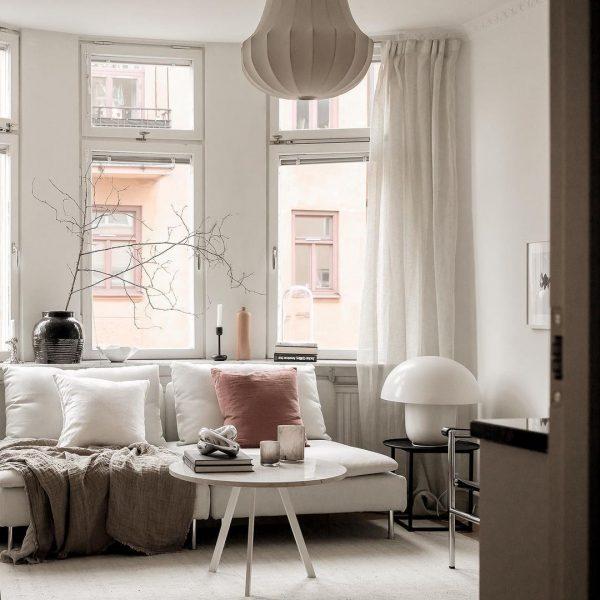 気持ちの良い窓辺のソファスペース