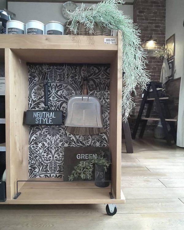 収納棚で簡単なダイソーリメイクシートDIY