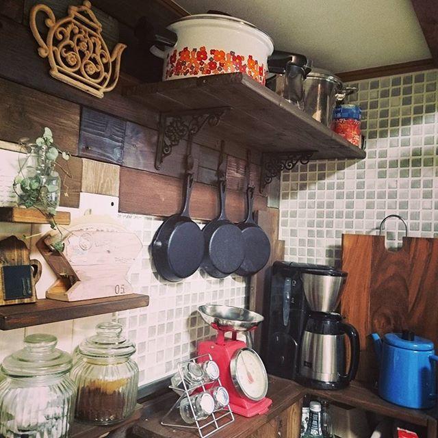 古い木材で懐かしい和モダンキッチン
