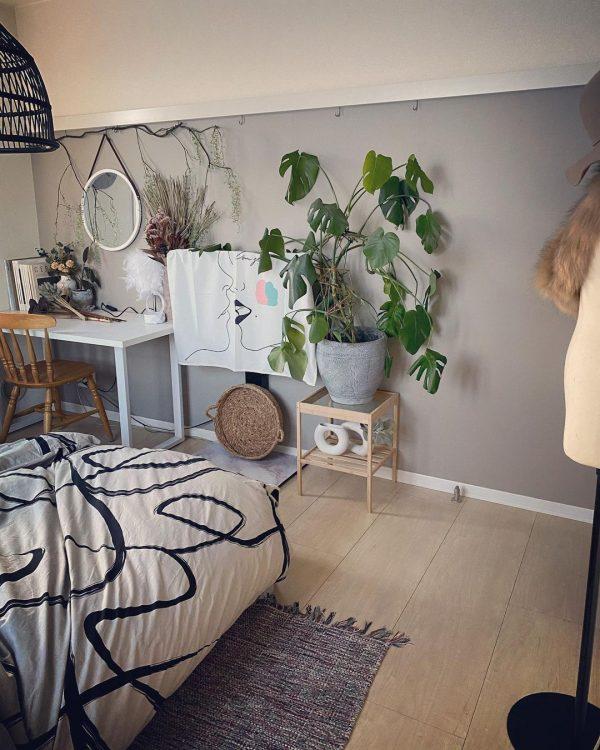 観葉植物を置く寝室レイアウト