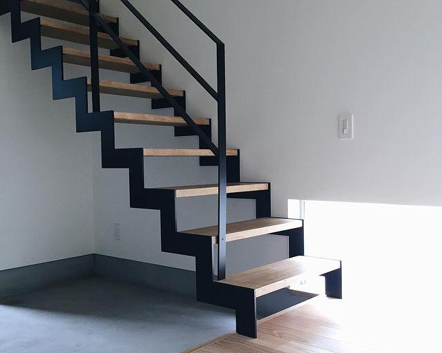 話題のイナズマ階段がある和モダン玄関
