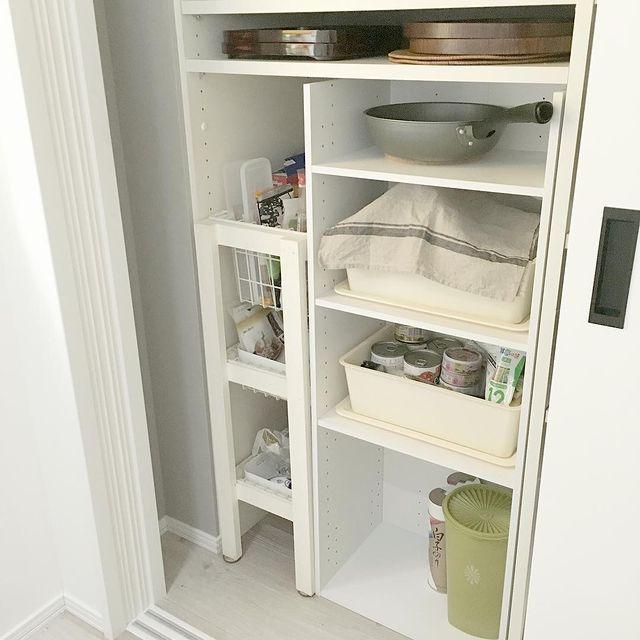 背面収納にカラボを使ったアイデア食器棚