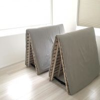 毎日使うから、布団収納は賢くスッキリと。洋室でできる「しまい方」アイデア集