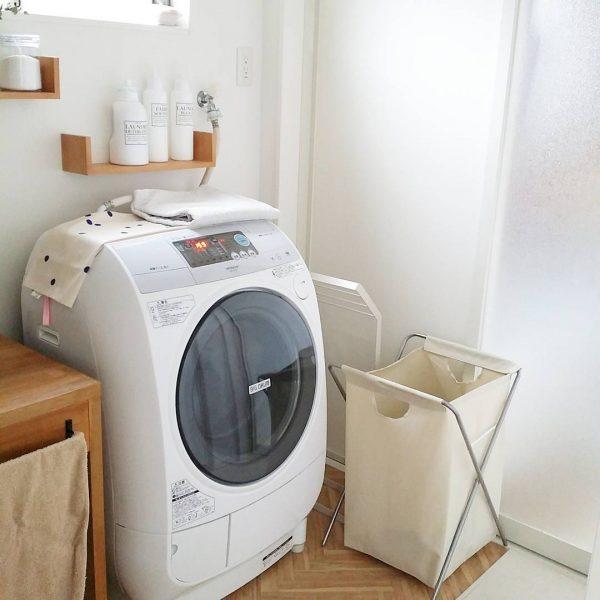 洗剤置きに便利なコの字型のシェルフ