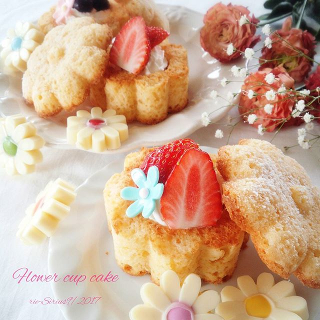 ふたが人気の秘訣♪お花のカップケーキ