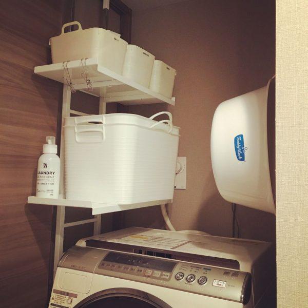 洗濯機上の片方に作った収納スペース