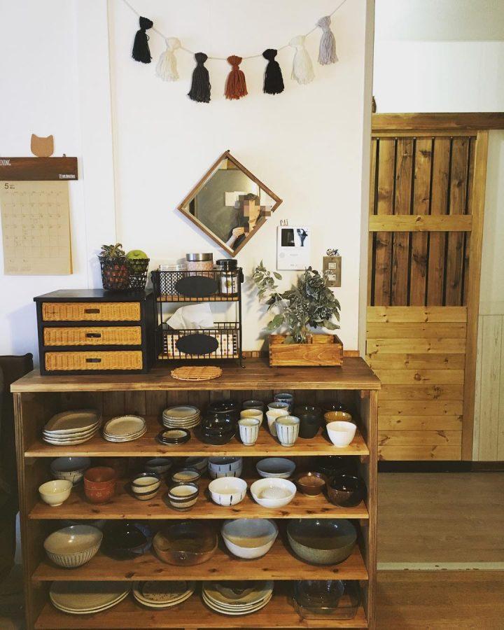 ミニ引き出しを使った食器棚上の収納アイデア