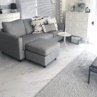 L字ソファを上手に配置してくつろげる空間に。狭い部屋にもおすすめのアイデア実例
