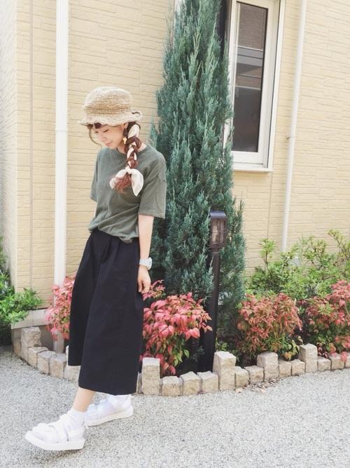 帽子に合わせるスカーフの編み込みスタイル