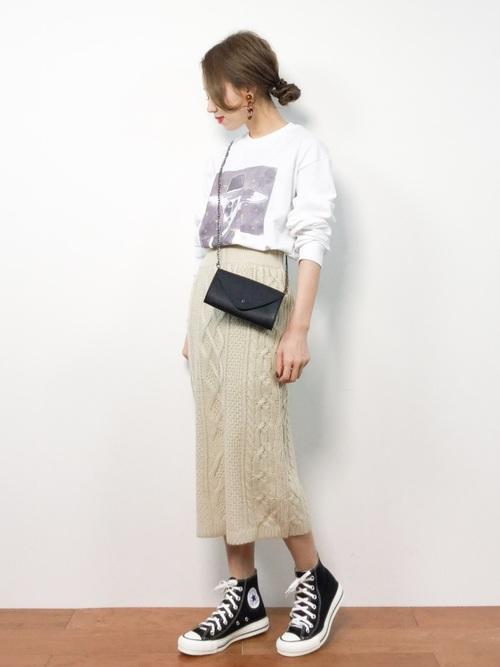 ニットロングスカート×Tシャツの春コーデ