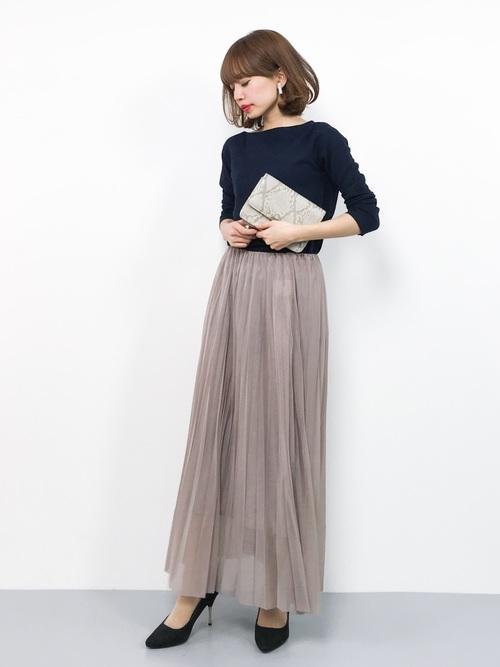 マキシロングスカート×紺トップスの春コーデ