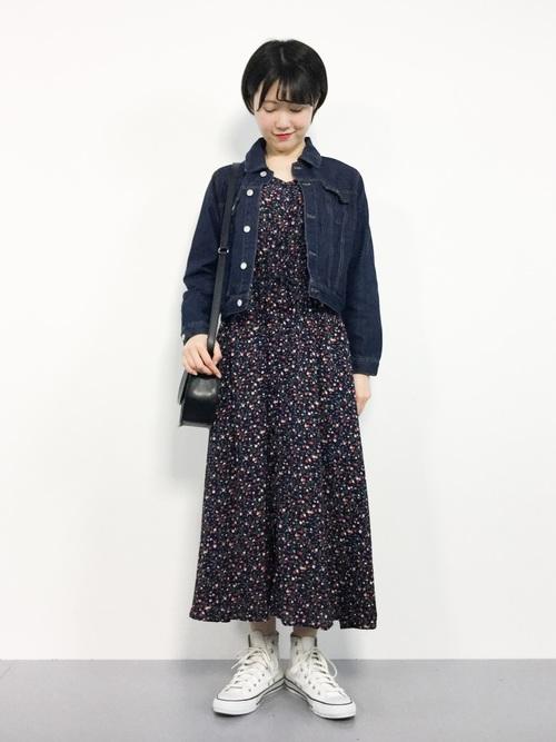青ワンピース×デニムジャケット
