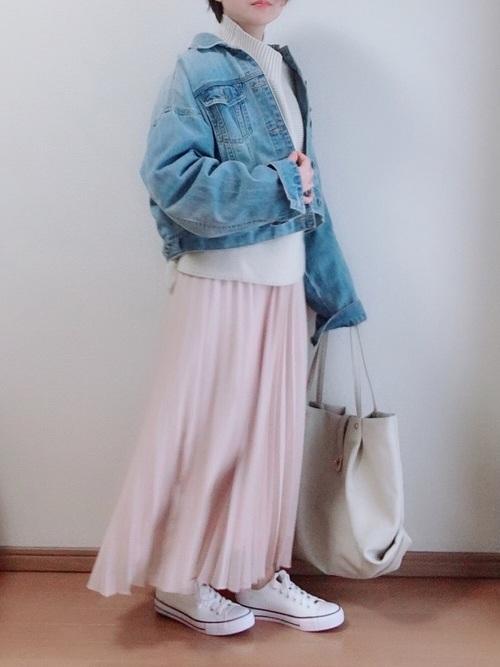 プリーツロングスカート×Gジャンの春コーデ
