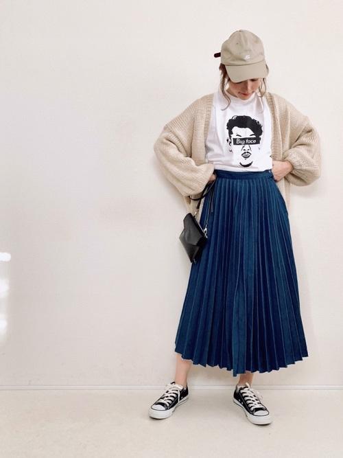 ニットカーディガン×デニムプリーツスカート