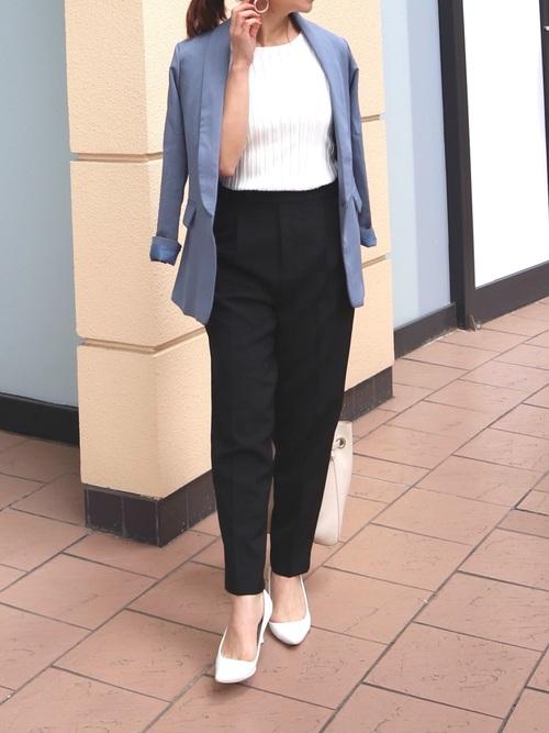 青ジャケット×テーパードパンツの秋の服装