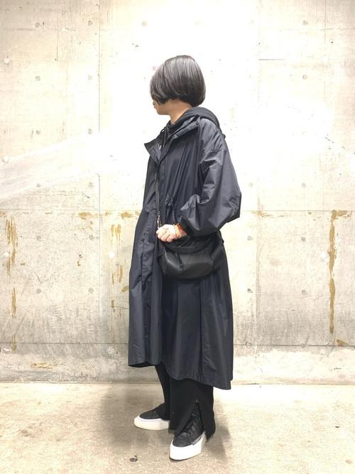 GUワイドパンツ×黒ロングコート