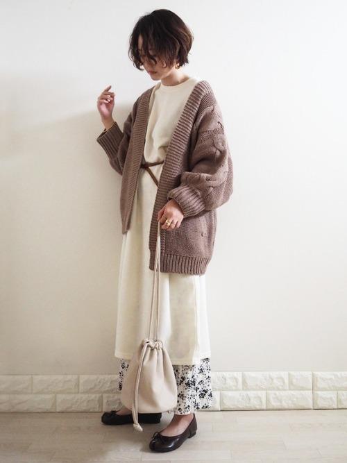 ユニクロ花柄ロングスカートの30代春コーデ
