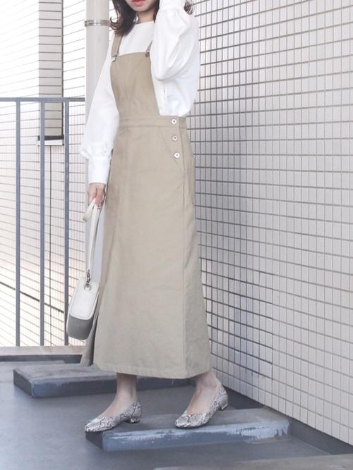 ジャンパースカート×パイソン柄パンプス
