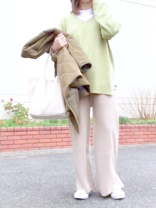 GUワイドパンツ×緑ニット