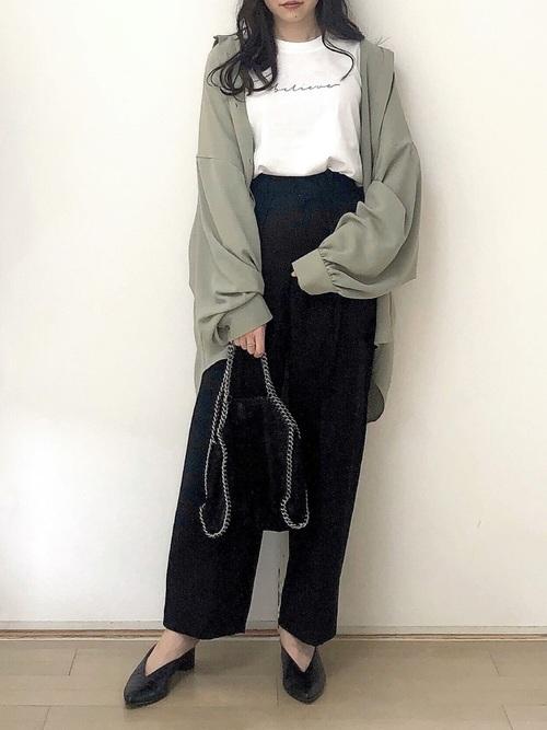 GUワイドパンツ×カーキシャツ