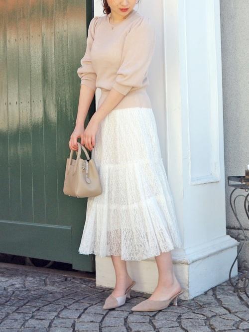 春ニット×白チュールスカートの春コーデ