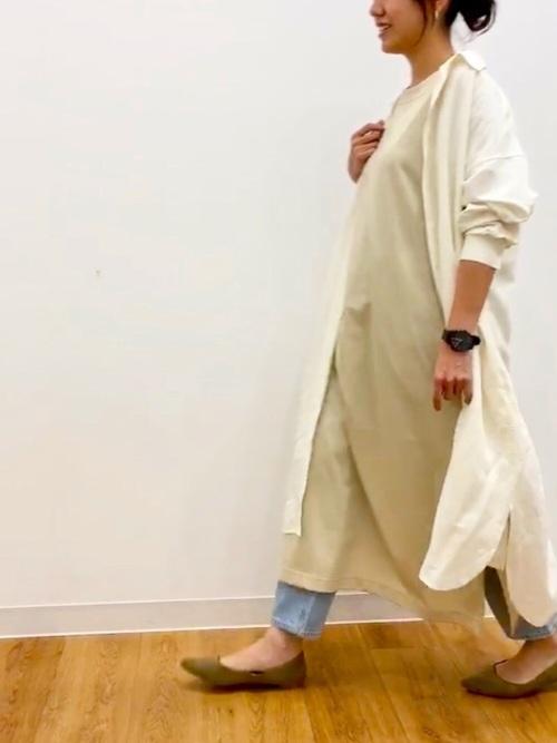 ユニクロ緑ワンピ×シャツワンピの30代コーデ