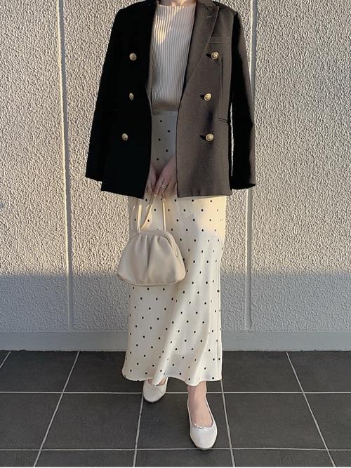 紺ジャケット×ドット柄スカート