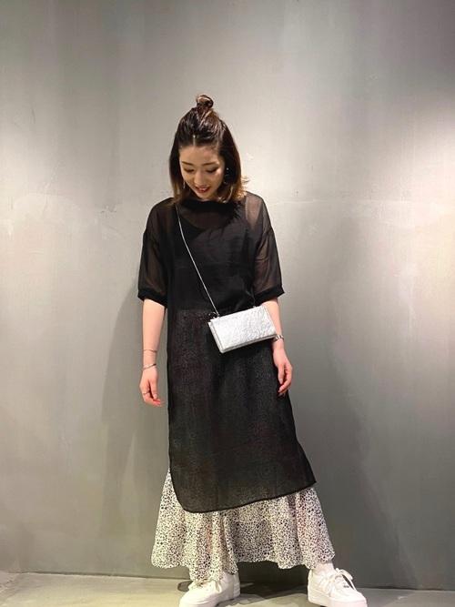 黒シアーワンピース×ヒョウ柄スカート