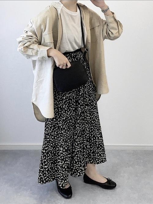 ロングシャツ×ヒョウ柄スカート