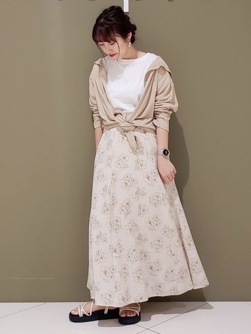ロングパーカー×花柄スカート