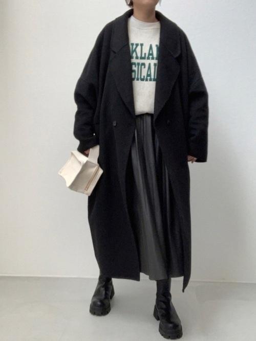 ZARAの黒チェスターコート