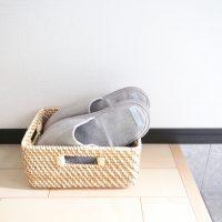 ベランダに置かれたサンダルの収納特集。おしゃれに片付けられる便利なアイデア。