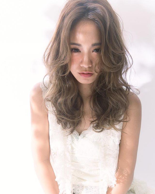 センター分けの前髪×ゆるふわパーマスタイル