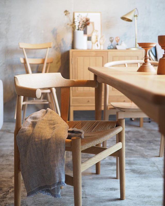 木製家具で統一したリビング