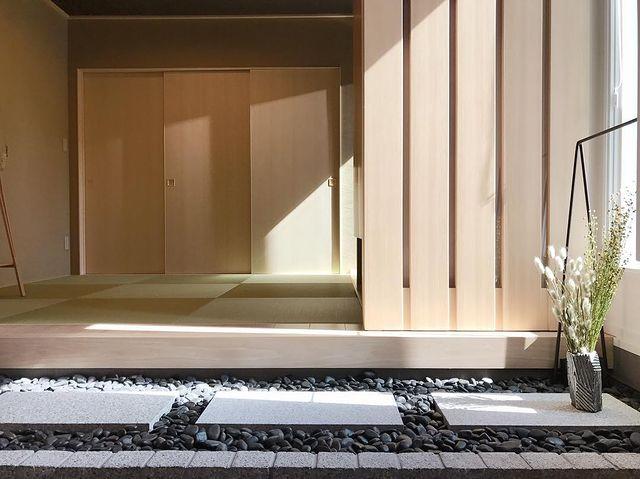 玉砂利がおしゃれな内装の和モダン玄関
