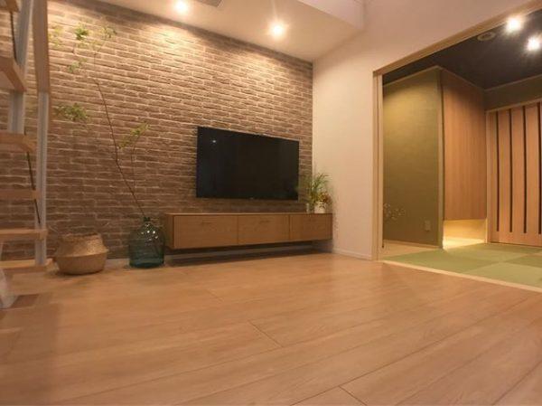 壁×テレビボードのワントーン部屋