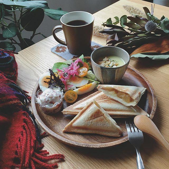 大皿と小皿を重ねてカフェ風に!