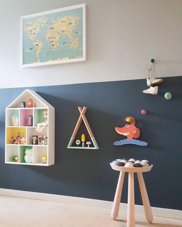 可愛らしい子どものおもちゃがウォールデコレーションに